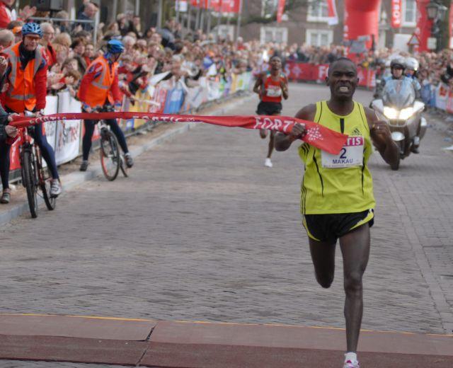 Maratona Berlino: il kenyano Makau vince con record mondiale. Sesta tra le donne, Anna Incerti