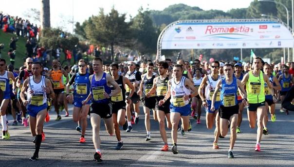Roma-Ostia al keniano Robert Chermosin e all'etiope Beriso. 10960 atleti al traguardo
