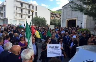 Lacrime e commozione: in migliaia ai funerali di Annarita Sidoti