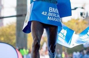 Maratona di Berlino: Zanardi rompe la catena, Kipchoge corre senza le solette